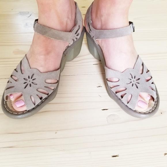 Earth Shoes - EARTH suede eyelet comfort sandals wavy wedge heel